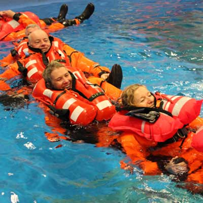 ISAF Sicherheitstraining | ISAF Training | Überlebenstraining | Offshore Sea Survival Refresher | Offshore Trainingsbecken